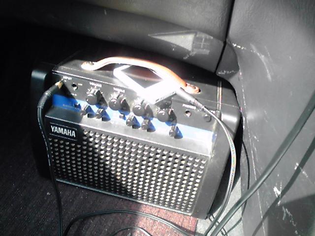 ■車+ギターアンプ